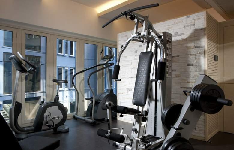 iQ Hotel Roma - Sport - 18