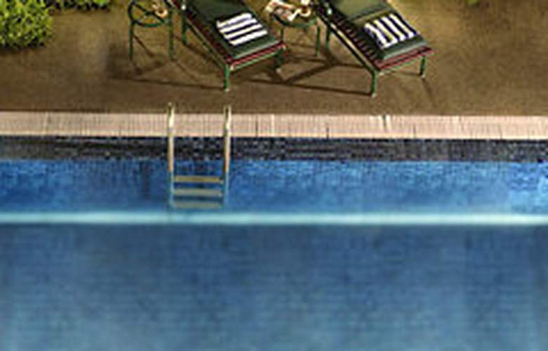 Ambassador Row Serviced Suites by Lanson Place - Pool - 7