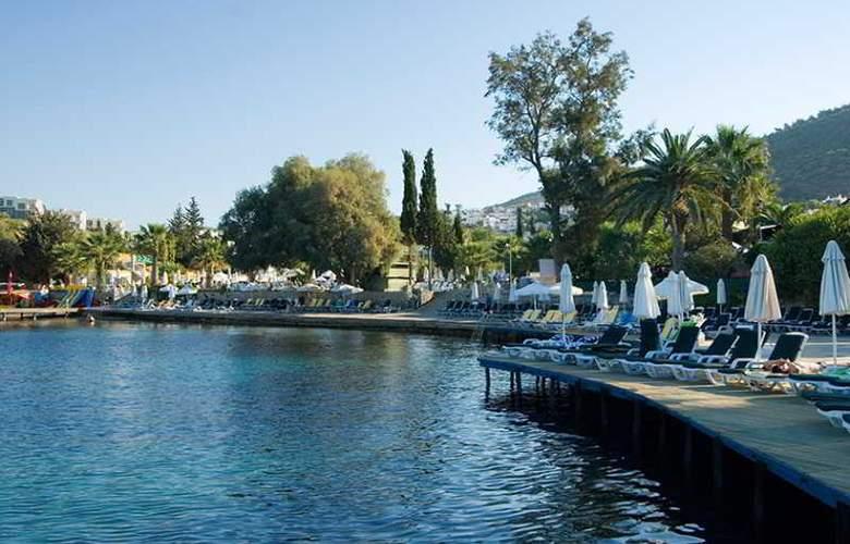 Vera Miramar Resort - Beach - 16