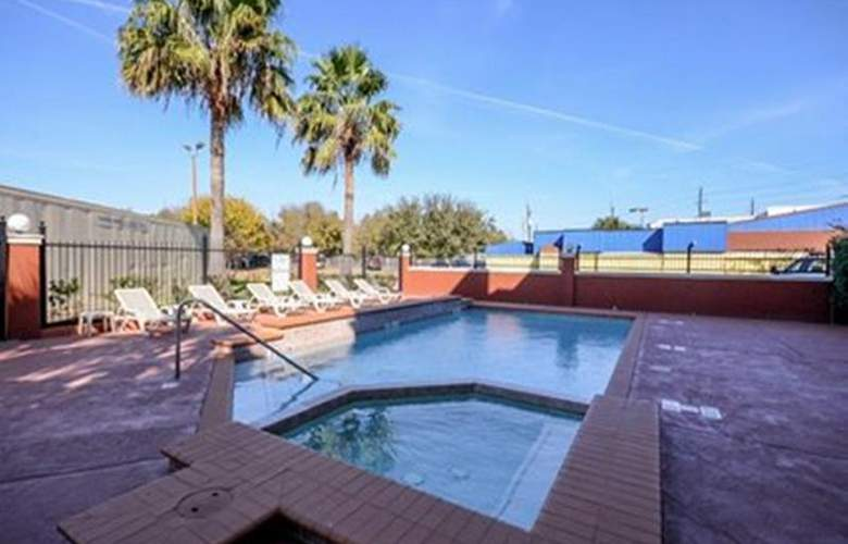Comfort Suites (Houston/Suburbs) - Pool - 12
