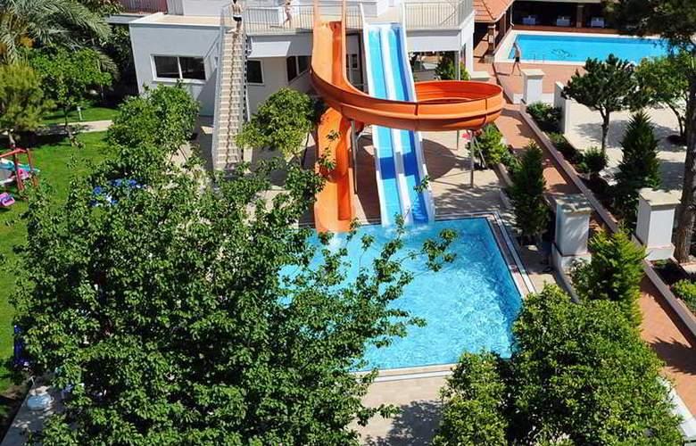 Cats Garden Studio & Apartments - Pool - 16