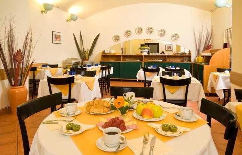 Hotel Res. Mala Strana - Restaurant - 4