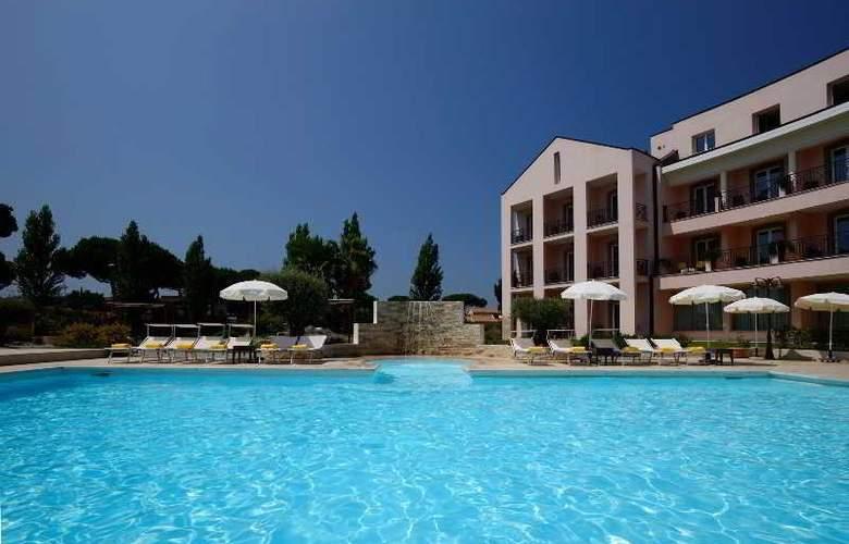 Isola Sacra Rome Airport - Pool - 14