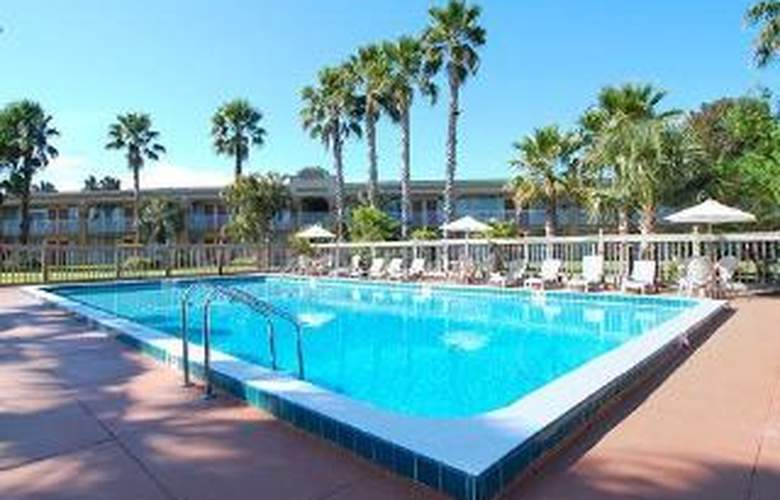 Clarion Hotel Port Canaveral Area - Pool - 6