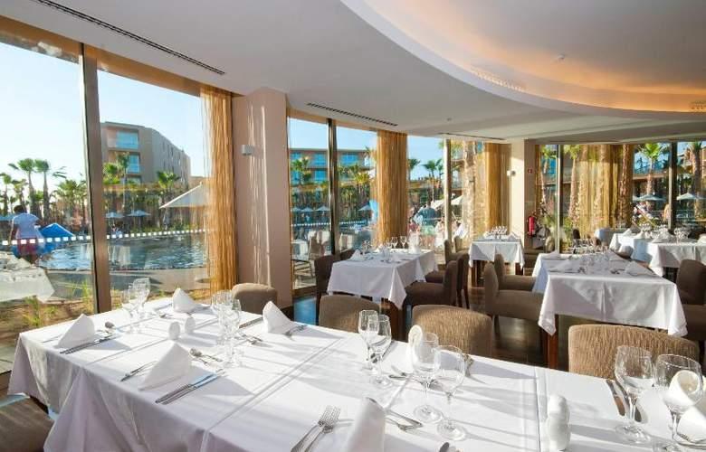 Nau Salgados Palm Village Apartments & Suites - Restaurant - 15