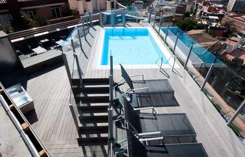 Catalonia Park Güell - Pool - 14