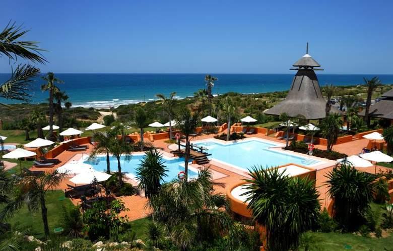 Novo Resort The Residence Luxury Apartments - Pool - 2
