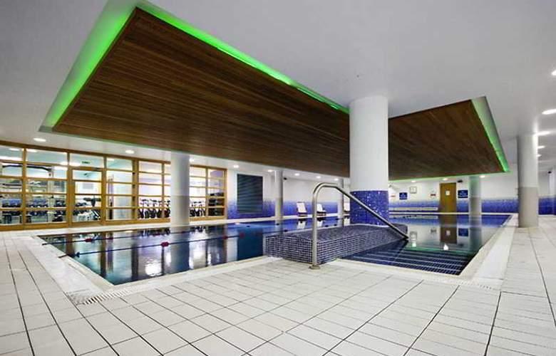 Clayton Cardiff Lane - Pool - 2