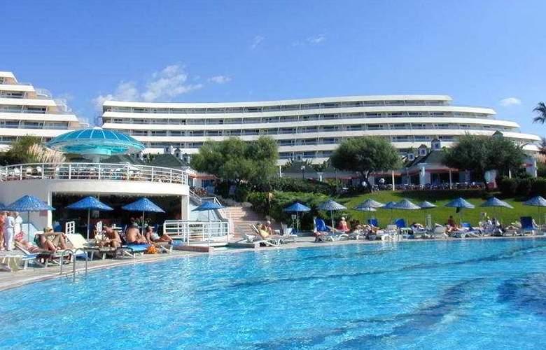 Grand Blue Sky - Pool - 4
