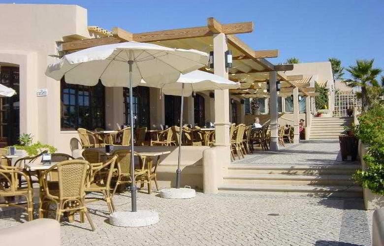 Grande Real Santa Eulalia Resort & Hotel Spa - Bar - 16
