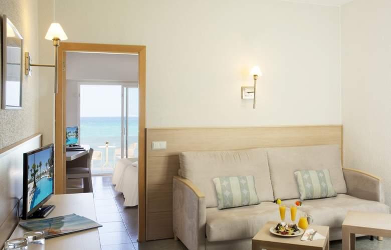 HSM Golden Playa - Room - 15