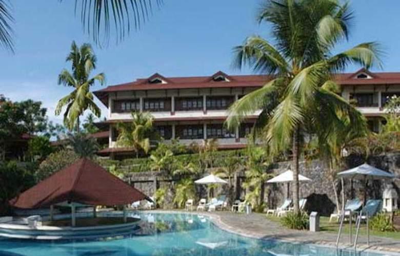 Santika Manado - Pool - 4