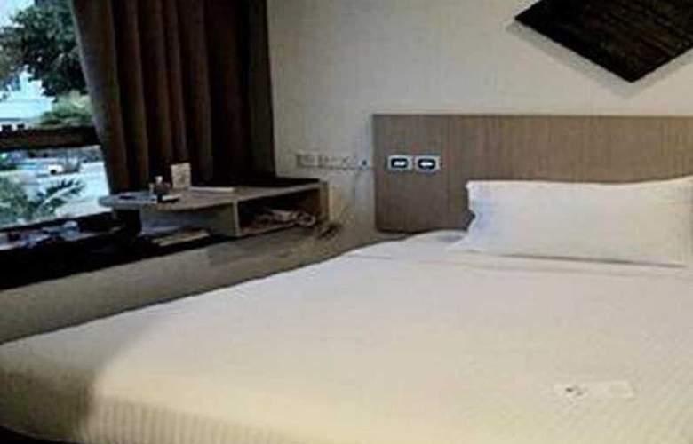 Aqueen Hotel Balestier - Room - 4
