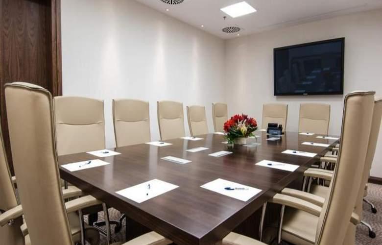 Hilton Garden Inn Rzeszow - Conference - 11