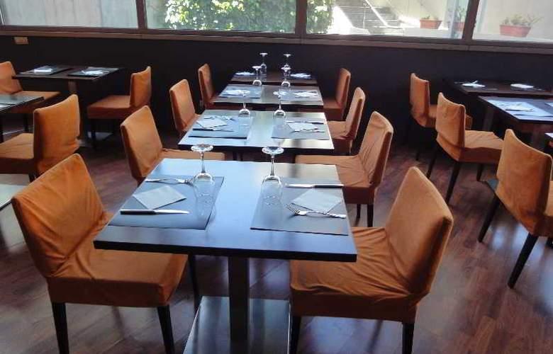 Eurohotel Barcelona Gran Via Fira - Restaurant - 38