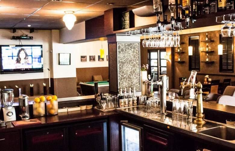 New West Inn - Bar - 2