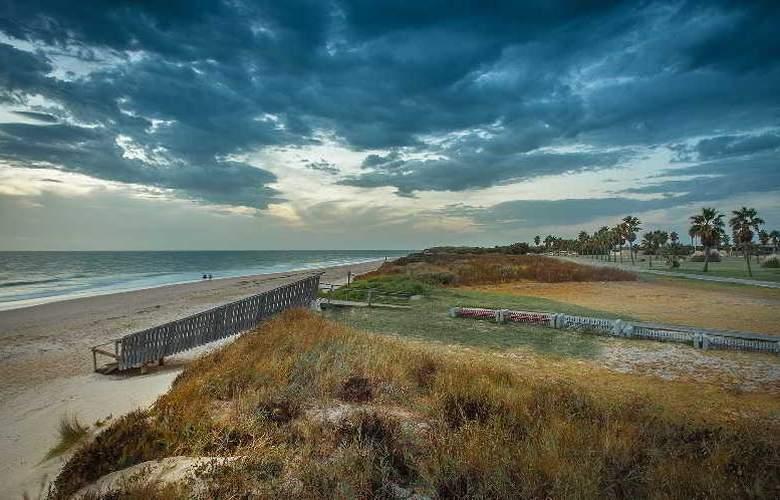 Sun & Life Costa Ballena - Beach - 17