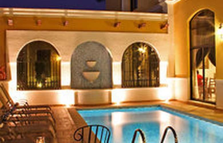 Plaza Campeche - Pool - 3