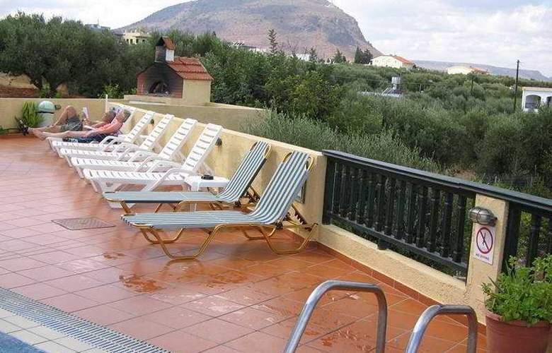Aspri Petra - Terrace - 4