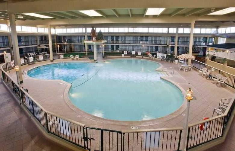 Clarion Inn - Pool - 0