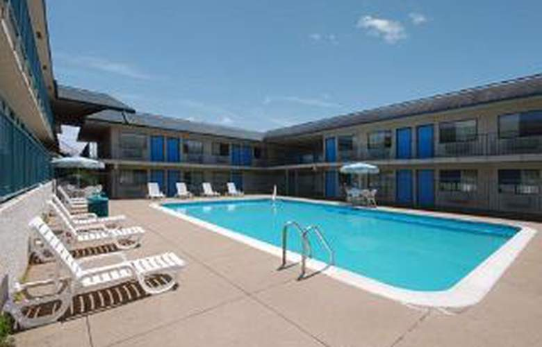 Rodeway Inn Near Country Music Hall of Fame - Pool - 4