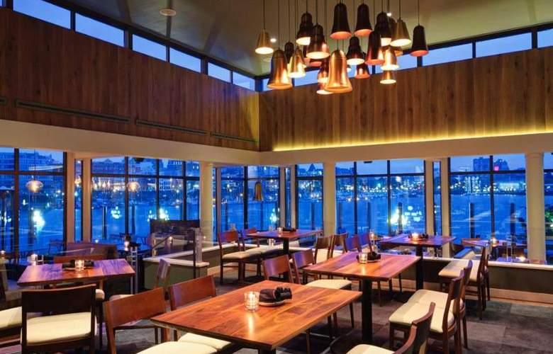 Delta Victoria Ocean Pointe Resort & Spa - Restaurant - 16