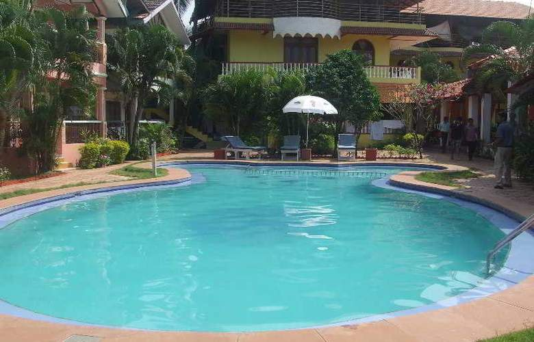 Maggies Guest House - Pool - 20