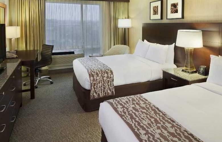 Doubletree Club Bayside - Room - 18