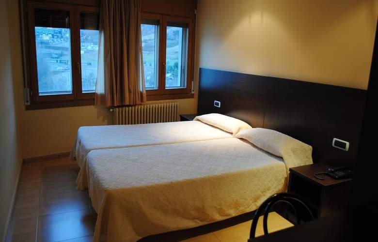 La Mola - Room - 9