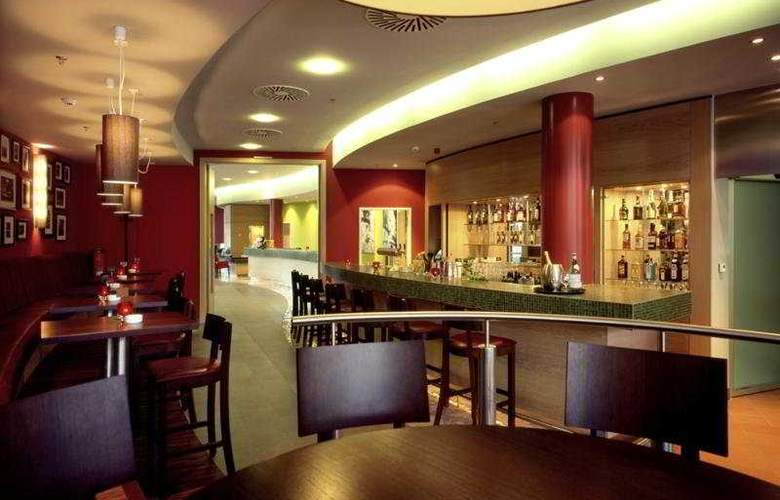 Courtyard by Marriott Berlin City Center - Bar - 4