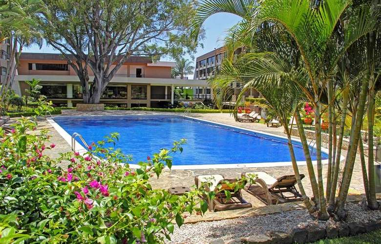 Best Western Irazu - Pool - 69