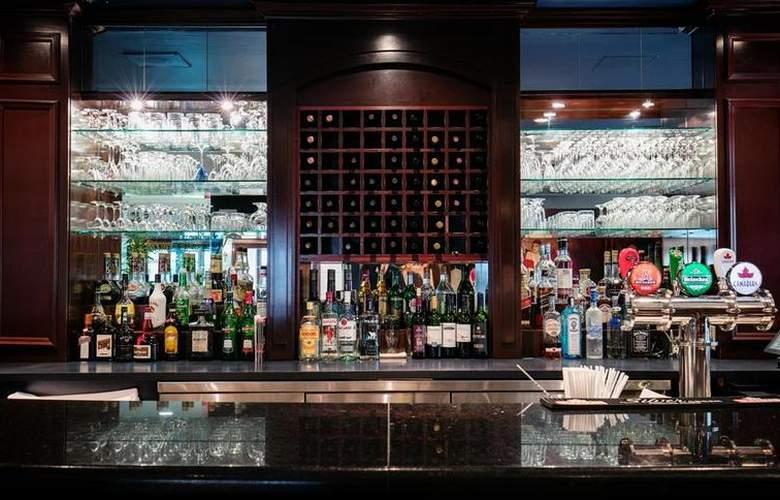 Best Western Ville-Marie Hotel & Suites - Bar - 34