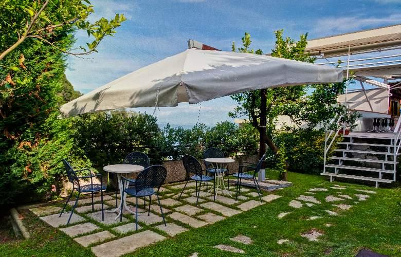Best Western La Solara Sorrento - Terrace - 8