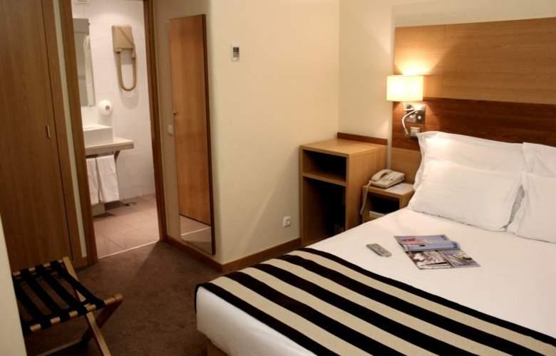 Príncipe Lisboa - Room - 8