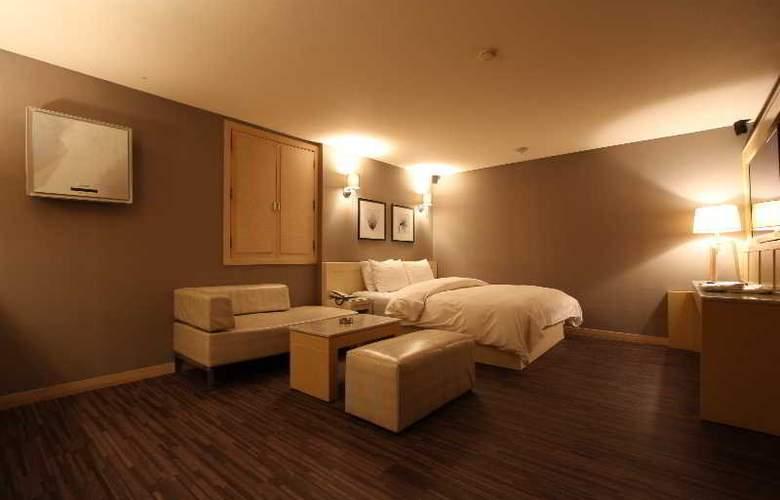 Art - Room - 10