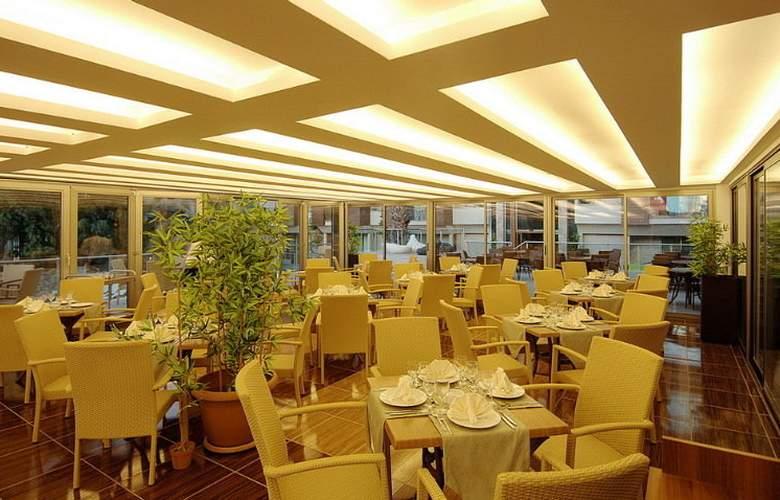 Ambassador Plaza - Restaurant - 10