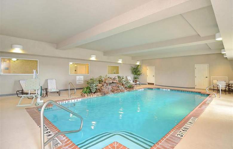 Best Western Plus Monica Royale Inn & Suites - Pool - 135