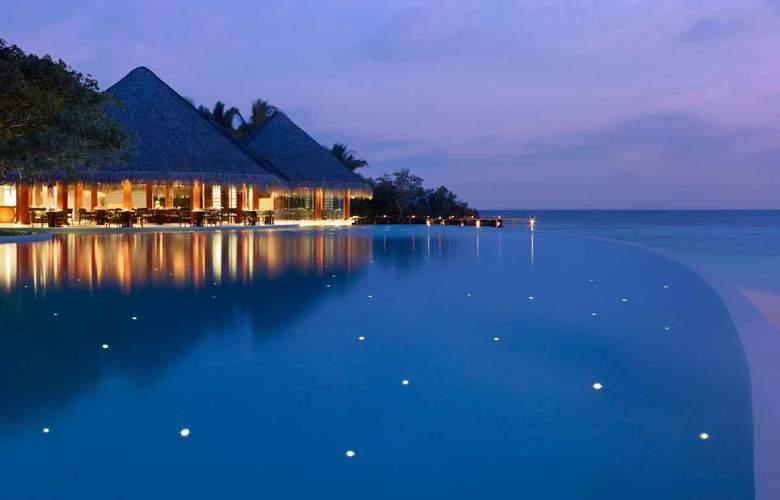 Dusit Thani Maldives - Pool - 2