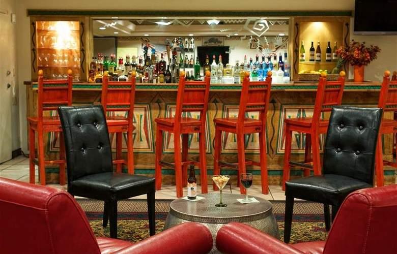 Best Western Plus Rio Grande Inn - Bar - 70
