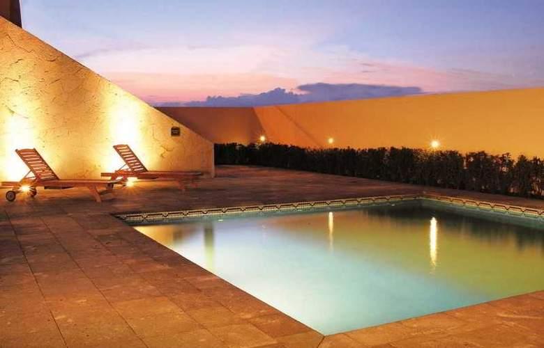 Turotel Queretaro - Pool - 17