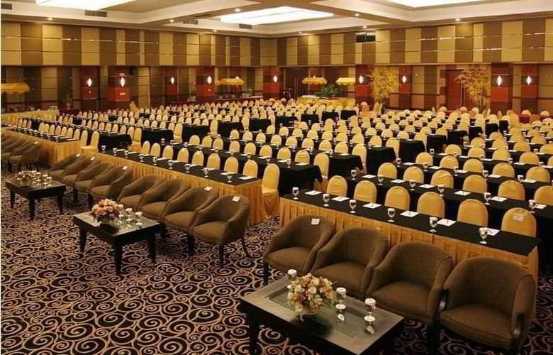 Pangeran Pekanbaru - Conference - 4