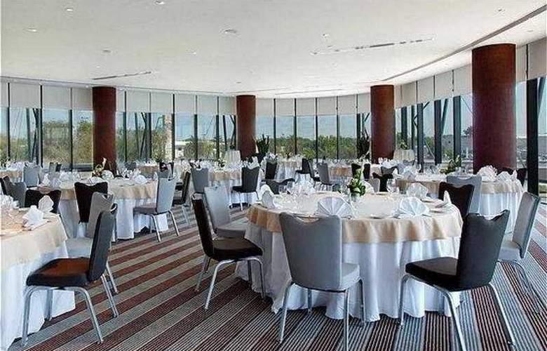 Holiday Inn Abu Dhabi - Restaurant - 4