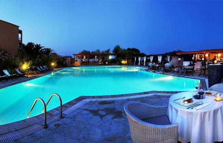 Antigoni Beach Hotel & Suites - Pool - 1