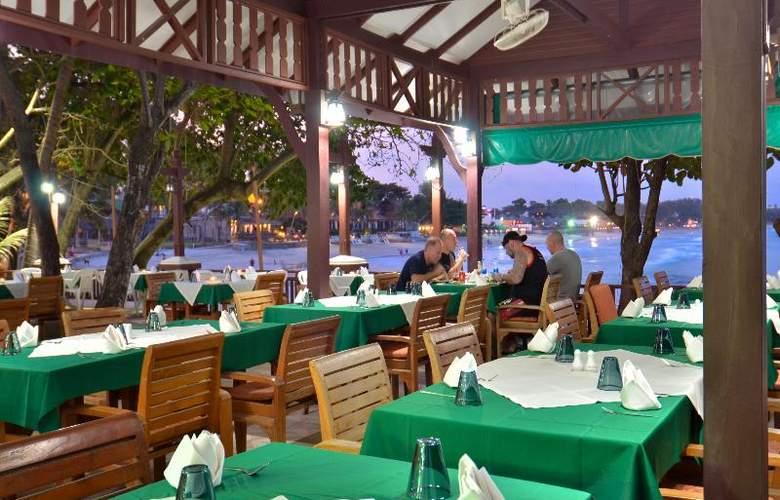 First Bungalow Beach Resort - Restaurant - 27