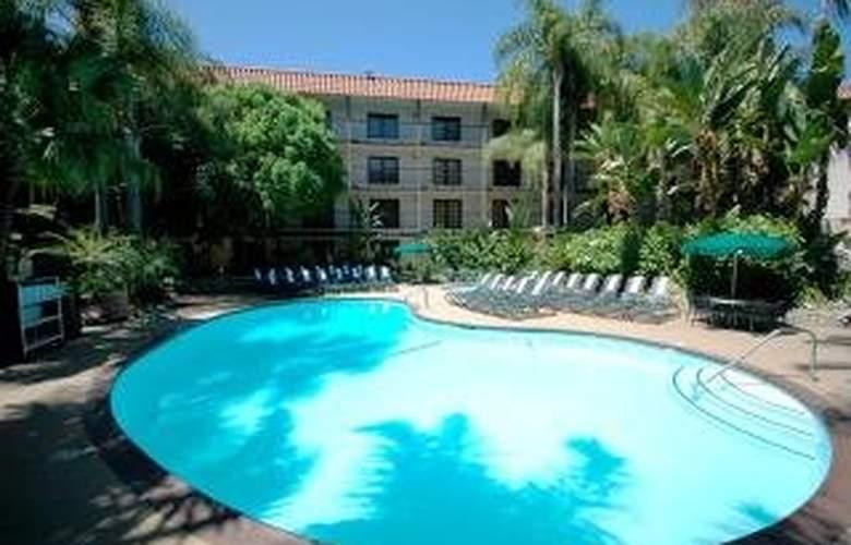 Radisson Suites Hotel Buena Park - Pool - 6