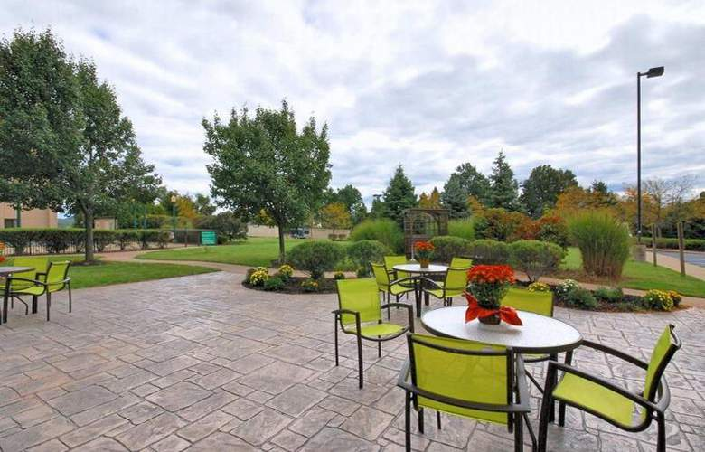 Hampton Inn Clinton - Terrace - 35