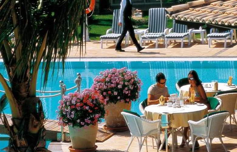 Vital Suites Residencia Salud & Spa - Terrace - 11