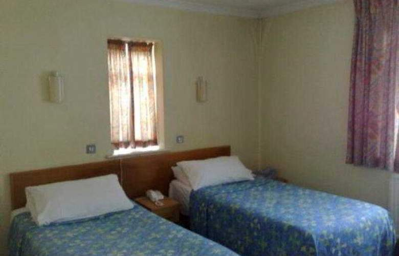 Central Hotel - Room - 2
