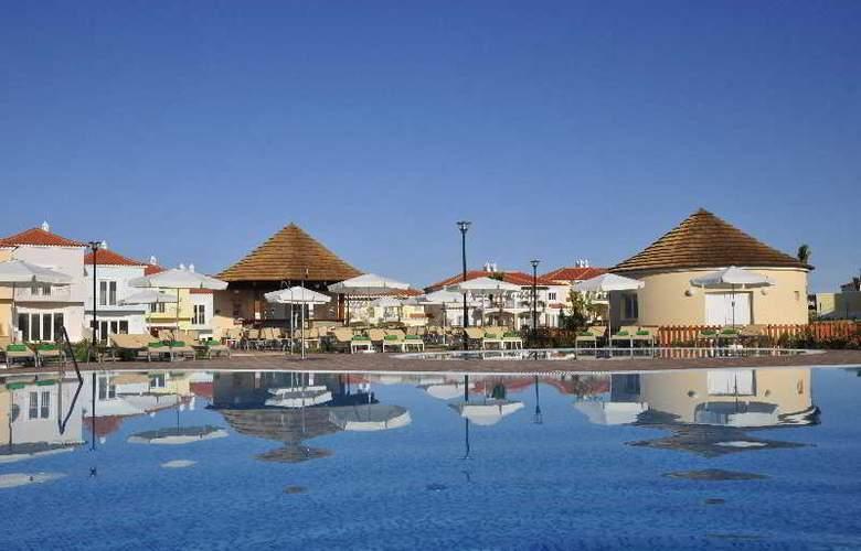 Eden Resort - Pool - 4