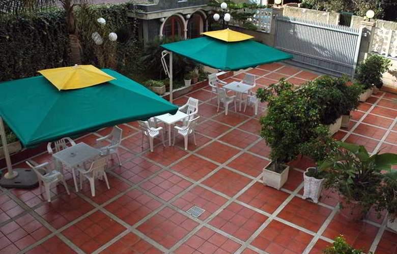 President Hotel - Terrace - 11